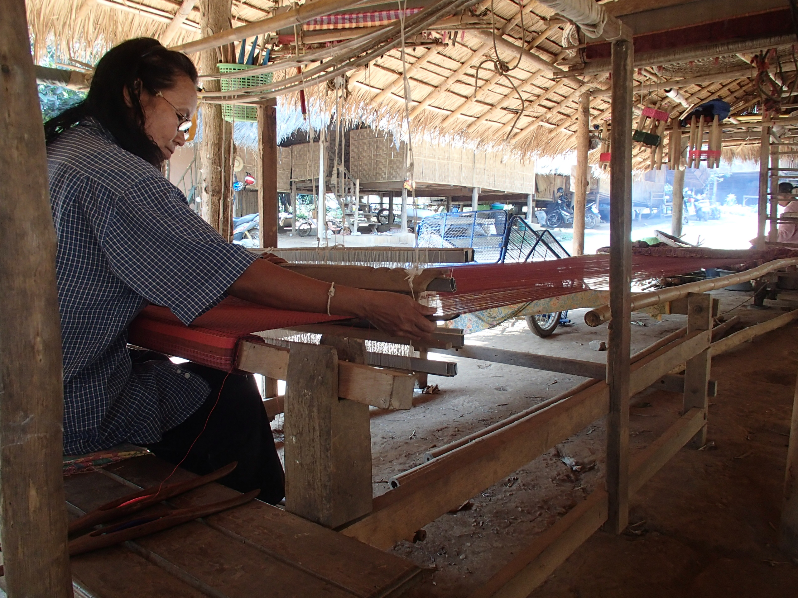 weaving silk Thailand