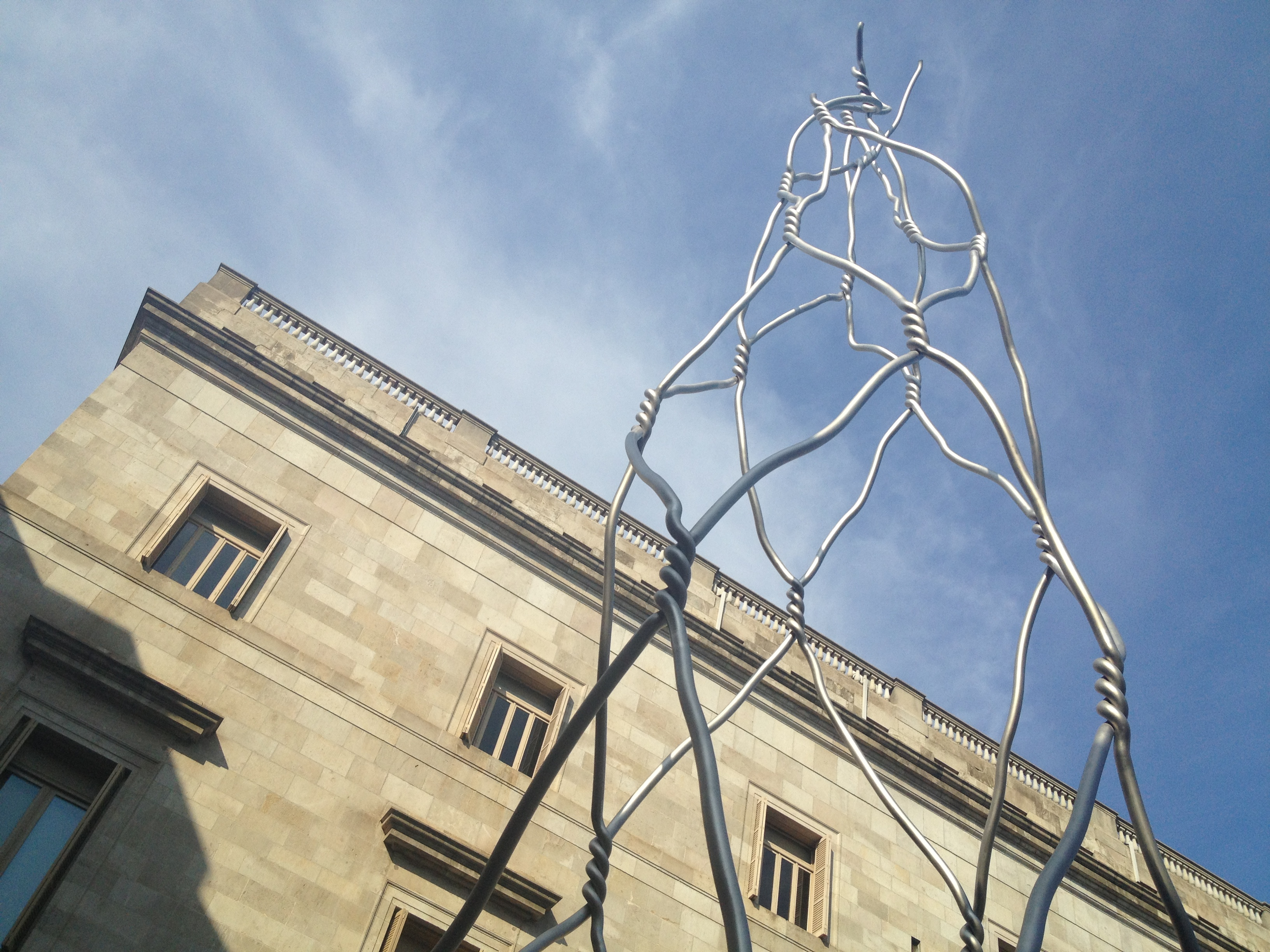 Homenatge als castellers by Antoni Llena Barcelona public art