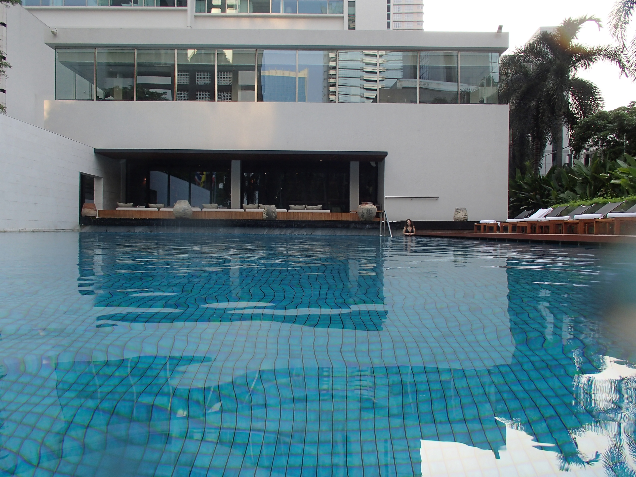 Metropolitan Hotel Bangkok pool