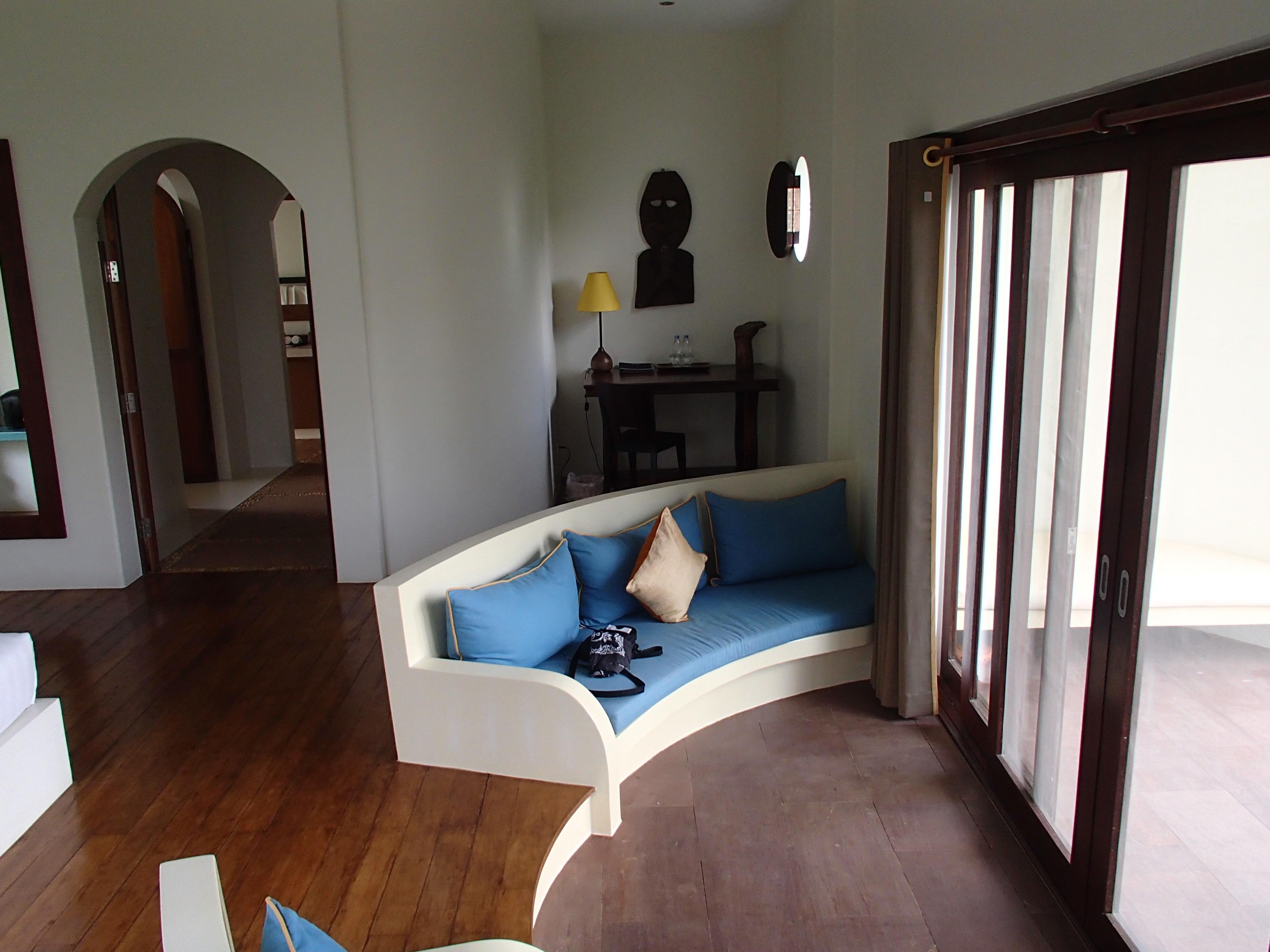 Navutu Dreams couch