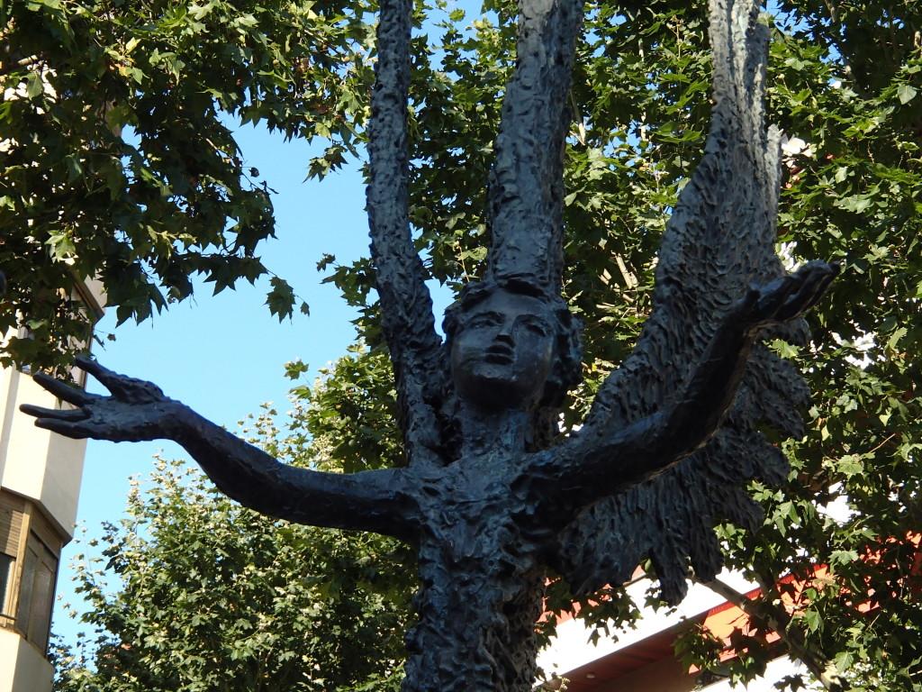 Barcelona statue