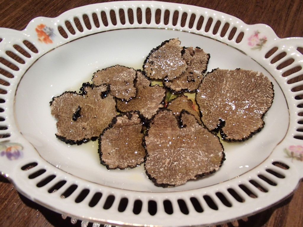 sliced truffle with extra virgin olive oil